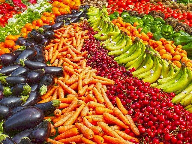 vyrovnané ovoce a zelenina