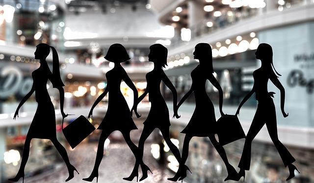 pět dívek na nákupech